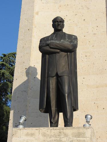 Balikesir: Atatürk statue (2)