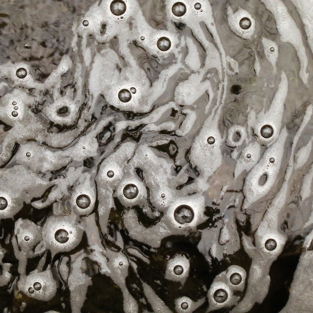 Foam whirlpool with bubbles