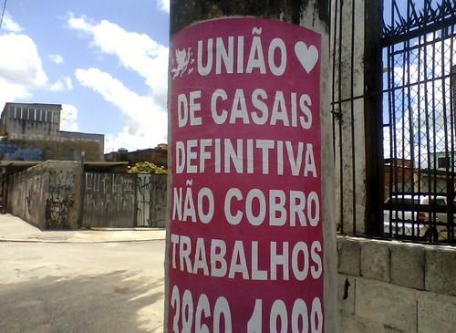 Estelionatários emporcalham ruas e desafiam a lei da Cidade Limpa