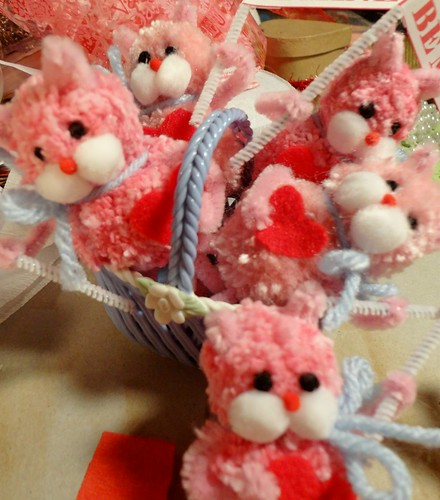 tiny basket of valentine kittens