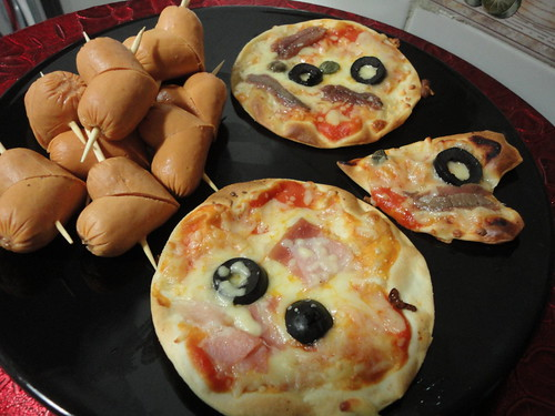 Mini pizzas y salchicorazones