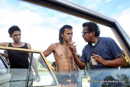 (R-L) Dain Iskandar Said with actors Zahiril Adzim & Carliff Carleel