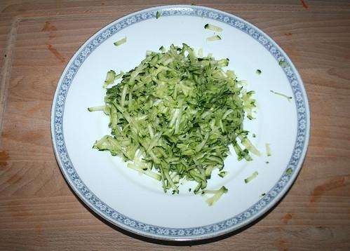 15 - Zucchini grob reiben