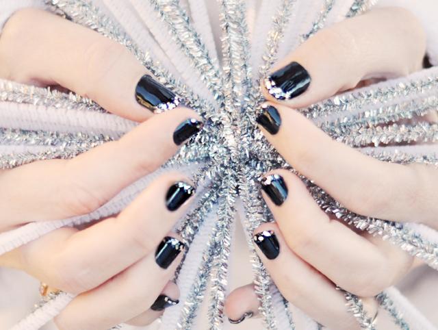 glitter tips -diamond nails-silver glitter french manicure