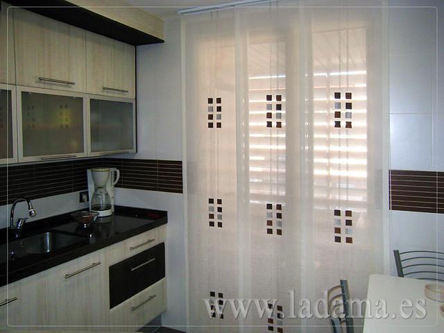 Cortinas para cocina visillos y estores con tejidos for Estores para cocina