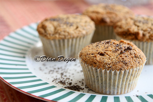 IMG_2079-poppy-seed-muffin