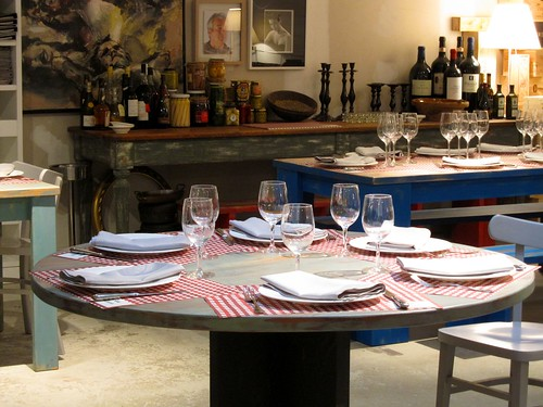 Mesa redonda en el comedor de Un Señor de Bilbao