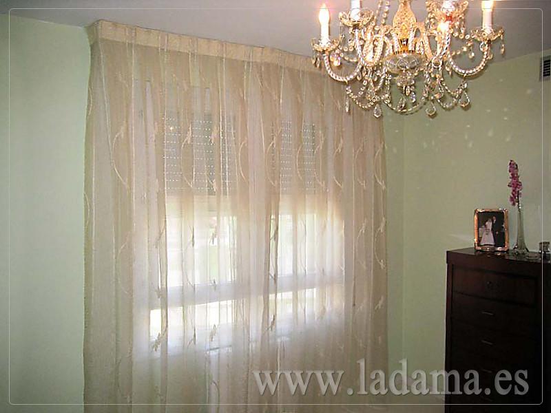 Fotograf as de cortinas cl sicas la dama decoraci n - Cortinas para salones pequenos ...