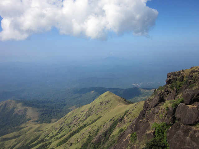 Kumara_Parvatha_Trek_Pushpagiri_Top_Coming_Down_Awesome2