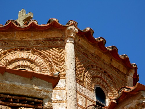 Gothic capital on drum of the Byzantine church in Aghia Triada, Argolid, April 2011