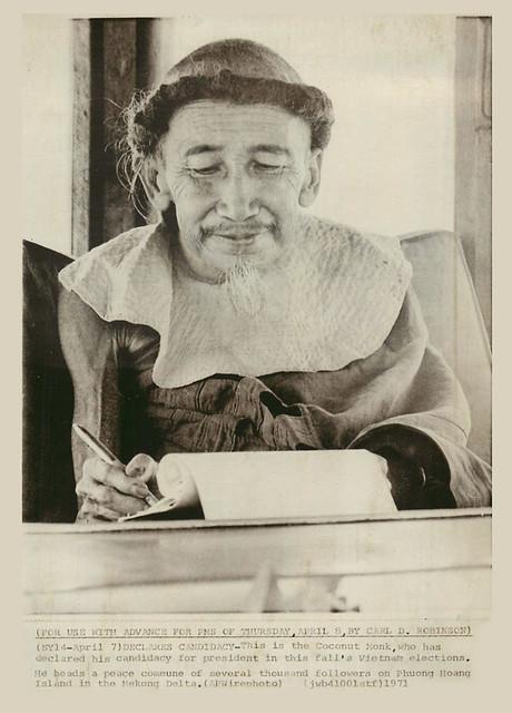 April 7, 1971 - The Coconut Monk declares his candidacy for president - Ông Đạo Dừa công bố ra tranh cử Tổng Thống