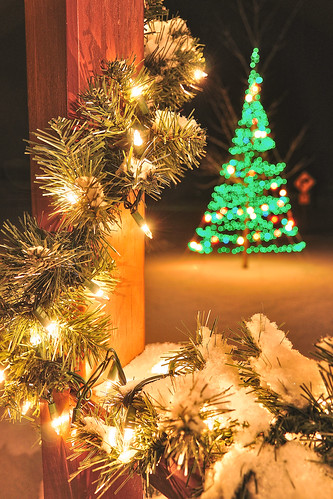 christmas winter snow color dof bokeh christmaslights depthoffield kettlefalls