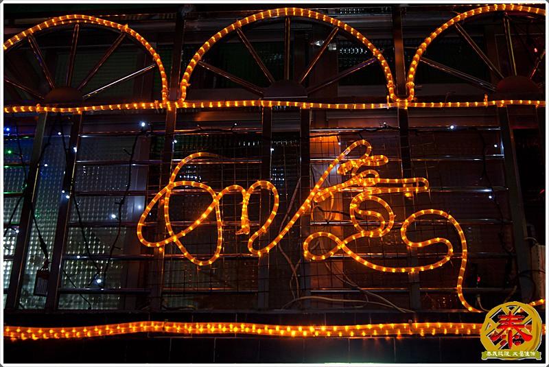 2011-12-24-聖誕巷插旗-13