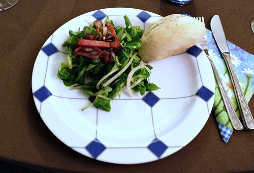 Salat und Schinkenstreifen / Salad & Bacon