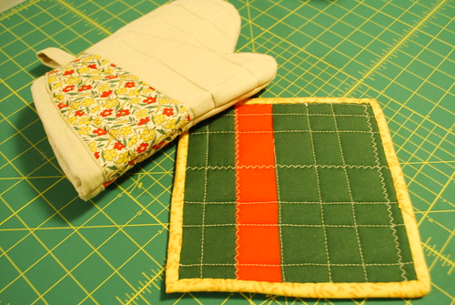 oven mitt and pot holder (back)