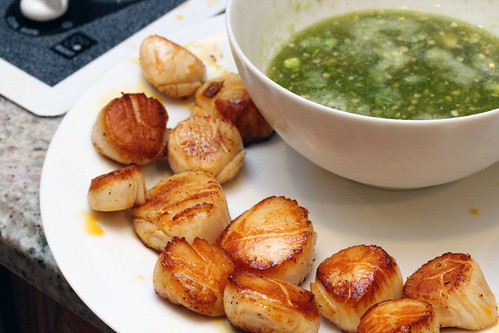 Seared scallops with fishy sauce