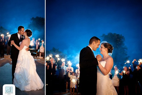 Wedding kiss, wedding dance, song, Stoney Creek, photographer