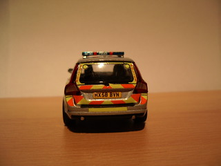 Volvo V70 / Armed Response Vehicle Hampshire Police  / 1:43 scale model