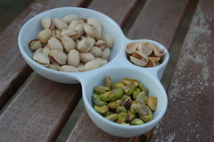 Eating The Week posted a photo:eatingtheweek.com/2012/01/13/pistachio-week-vibrant-green...