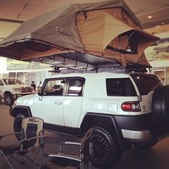 off-roading(0.0), jeep(0.0), automobile(1.0), automotive exterior(1.0), toyota(1.0), sport utility vehicle(1.0), vehicle(1.0), toyota fj cruiser(1.0), bumper(1.0), land vehicle(1.0), luxury vehicle(1.0),