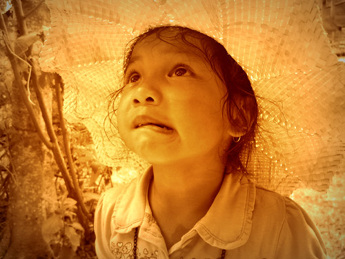 無料写真素材, 人物, 子供  女の子, 帽子, 人物  見上げる, フィリピン人