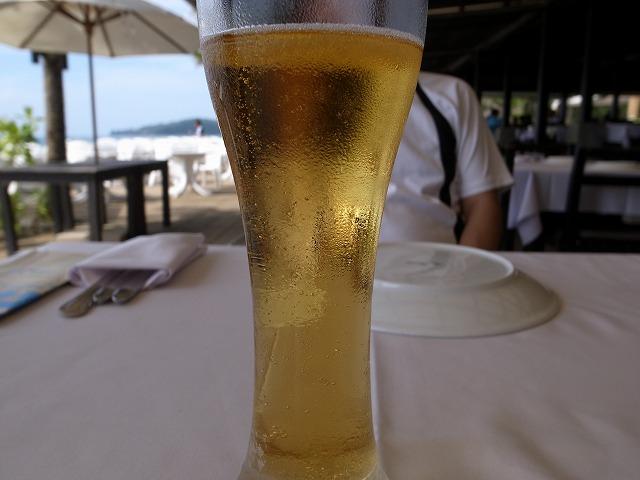 <p>d)冷えたビール</p>