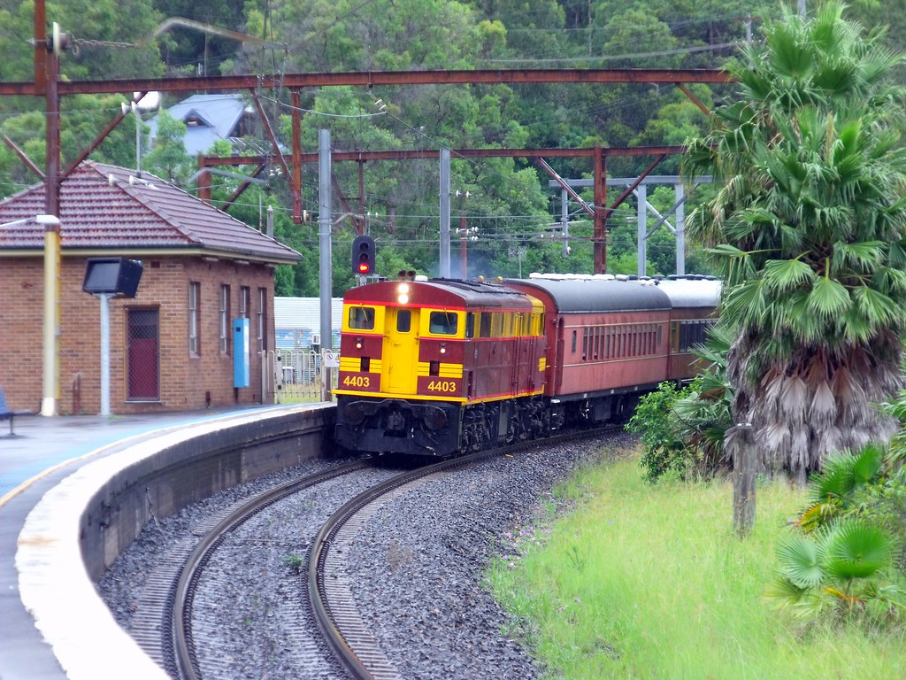 4403 on 9L07 Special at Hawkesbury River by Anthony