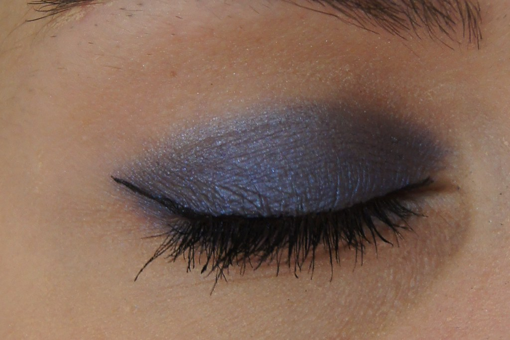 "Makeup example with MAC pigment ""Blue Storm"""
