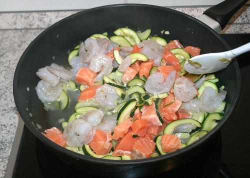 26 - Fisch und Garnelen hinzufügen / Add fish & prawns