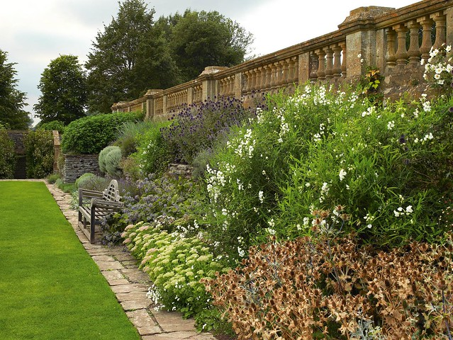 Things that inspire garden benches for Gertrude jekyll garden designs