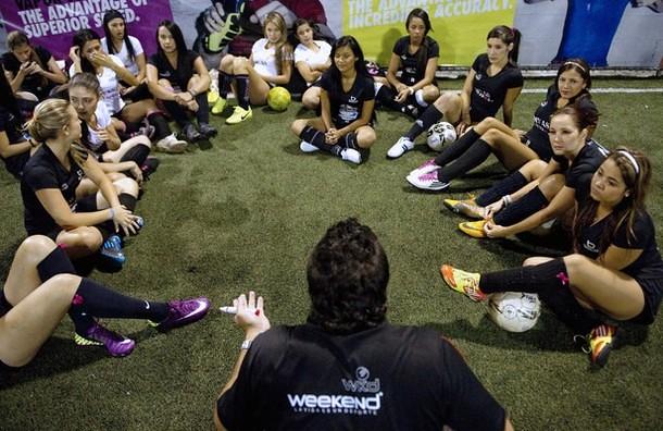 Divas, Tim Sepakbola Cewek-cewek Cantik Di Kolombia [ www.BlogApaAja.com ]