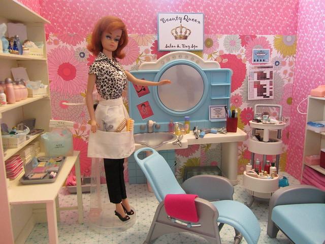 Как сделать парикмахерская для куклы
