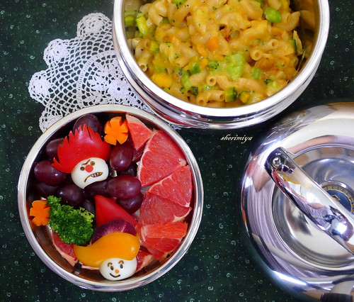 Heat Miser and Hermey Mac 'N Cheese Bento by sherimiya ♥