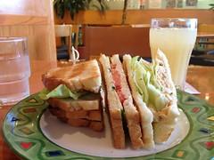 昼食はサンドイッチセット by haruhiko_iyota