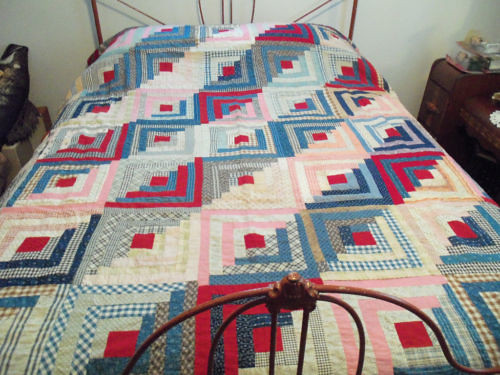 15 December 2011 - 2:37pm - It's a clean, well-executed log cabin quilt top. Worth finishing and giving away.