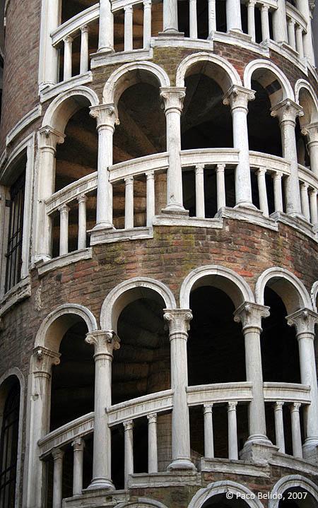 Escalera del Palazzo Contarini del Bovolo. © Paco Bellido, 2007