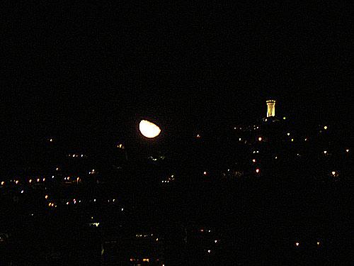 la lune se lève.jpg