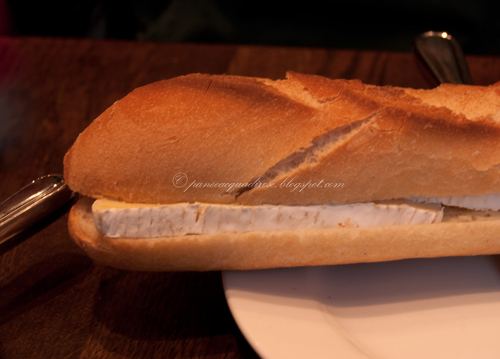 Baguette al camembert