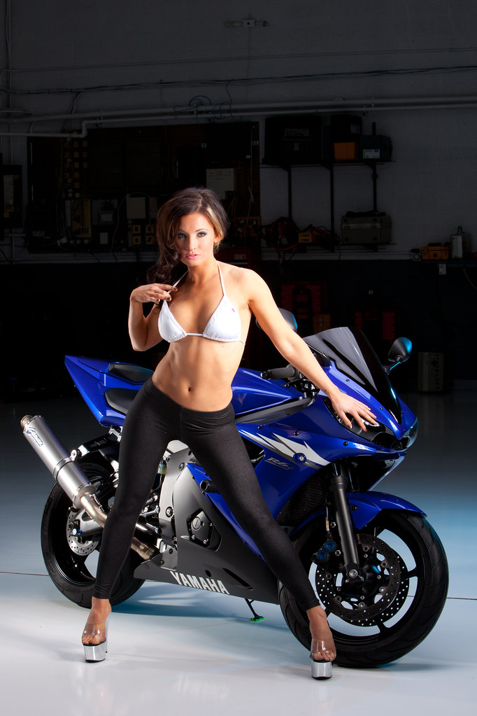 Naked girls on yamaha sport bikes