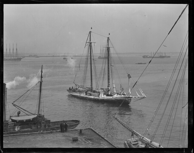 Ice covered fishing schooner boston harbor flickr for Boston harbor fishing report