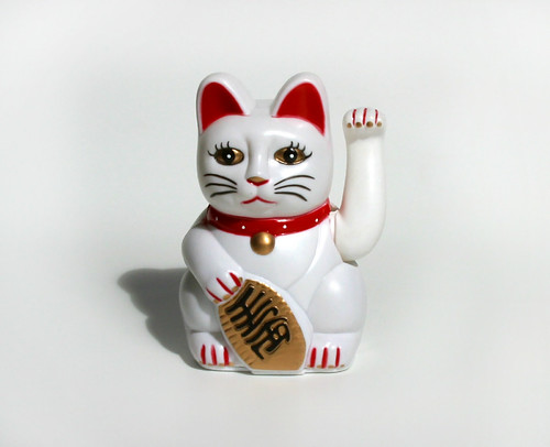 Chinese good luck cat waving