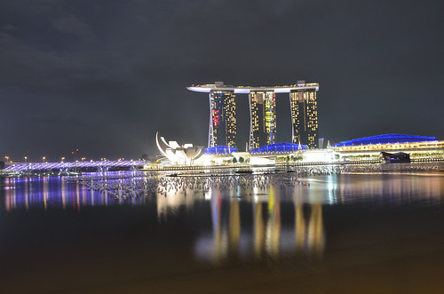 Marina Bay Sands and balloons
