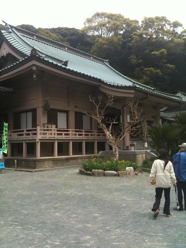 鎮国寺の境内