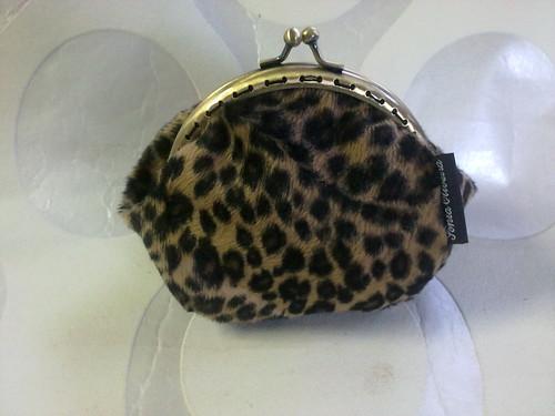 Porta moedas em pêlo tigresa by ♥Linhas Arrojadas Atelier de costura♥Sonyaxana