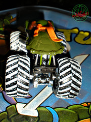 """ Hot Wheels "" Monster Jam ' Teenage Mutant Ninja Turtles ' 1:64 Monster Truck - Michelangelo {  HOLIDAY EDITION } ..card backer vi (( 2011 ))"