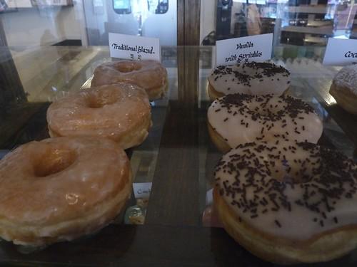 Dun-Well Doughnuts, Montrose Ave