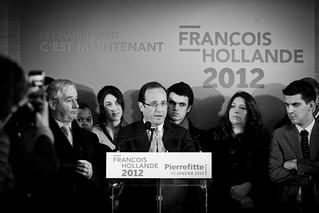 François Hollande en déplacement à Pierrefitte sur Seine, , en Seine Saint Denis pour aborder la thématique de la lutte contre la violence et le décrochage scolaire. Le 13 janvier 2012. ©Benjamin Boccas pour FRANCOISHOLLANDE2012