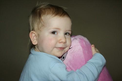 Amaia hugging Barbapapa by PhylB