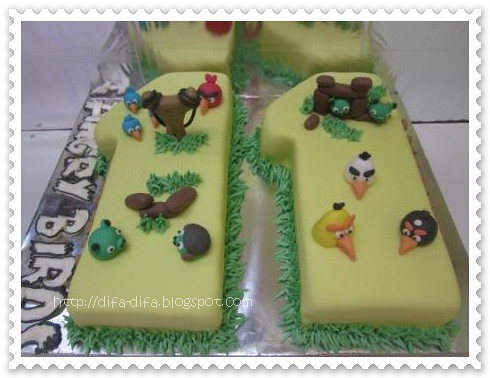 Angry Bird Cake-Number by DiFa Cakes