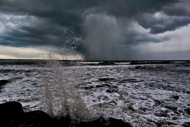 Water rises / Water falls
